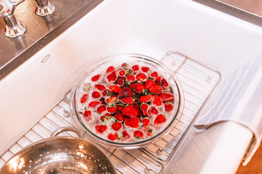 easiest strawberry cobbler